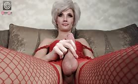 Big dick shemale working her cock on webcam